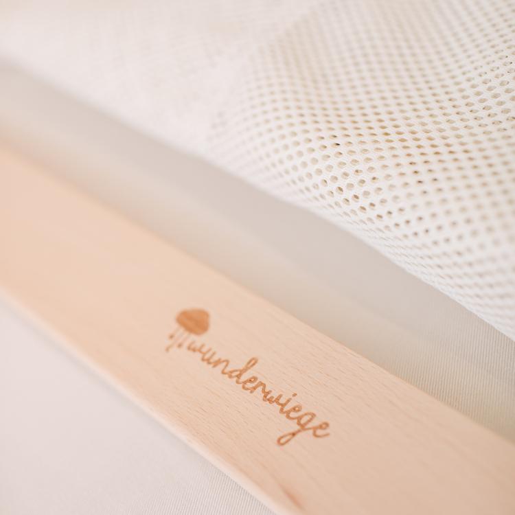 Stoff Federwiege beige mit Wunderwiege Logo